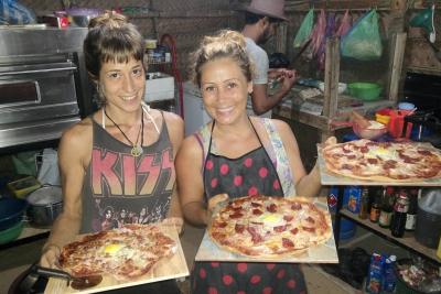 Anais and Elena preparing amazing pizza
